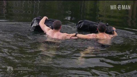 bear grylls man vs wild nackt